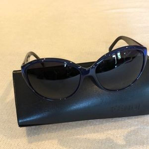 Fendi non prescription sun glasses & case